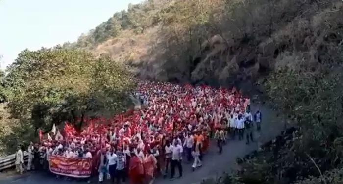 नासिक से निकले किसान, मुंबई के आजाद मैदान में सोमवार को विशाल रैली