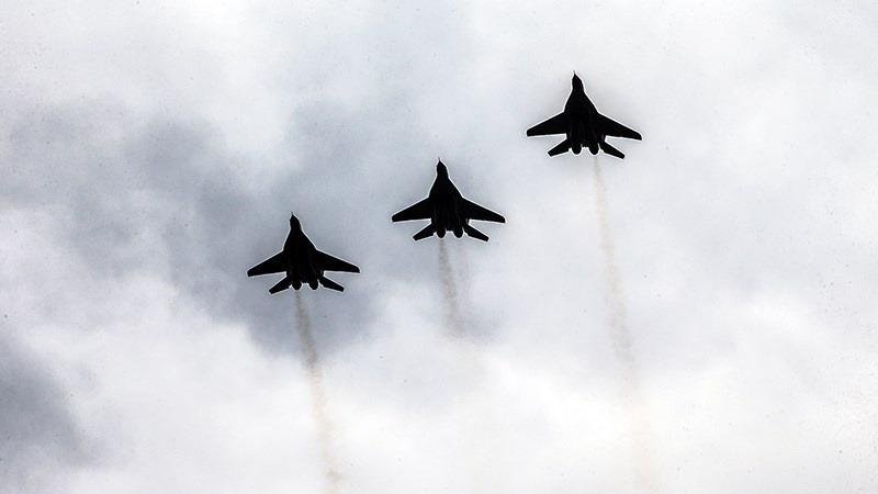 ईरान ने वायुसेना में दसियों युद्धक विमान किया शामिल, वायुसेना को पहले से अधिक मज़बूत होने का किया दावा