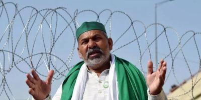 राकेश टिकैत का फुटा गुस्सा बोले किसानों को बैरिकेड तोड़ वापस दिल्ली में घुसना होगा