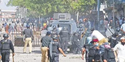 खूनी संघर्ष ने लाहौर की सड़कों को किया लाल, कई मरे और दर्जनों घायल