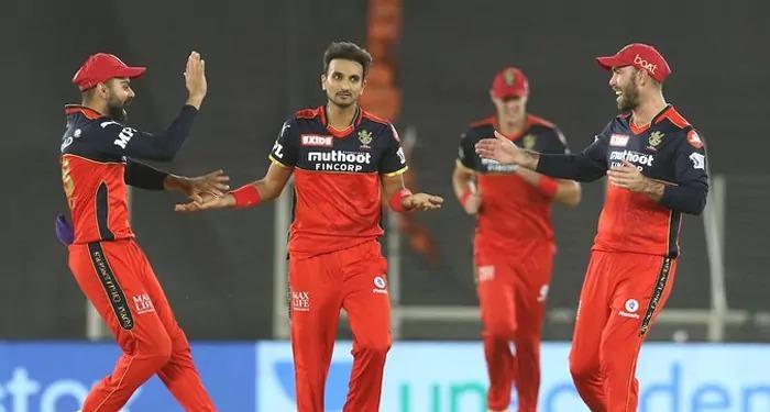 शीर्ष पर फिर बेंगलुरु, दिल्ली एक रन से हारी