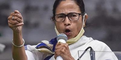 ममता को चुनाव आयोग का जारी है नोटिस थमाना