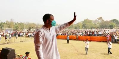 """राहुल बोले असम में : मैं नरेंद्र मोदी की तरह नहीं हूँ जो """"हफ्ते के सातों दिन 24 घंटे झूठ बोलते हैं."""""""