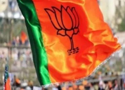 बंगाल चुनाव सिर्फ कोरी राजनीति, TMC के बाद अब बीजेपी ने फेंका मुफ्त कोरोना वैक्सीन लगाने का पांसा